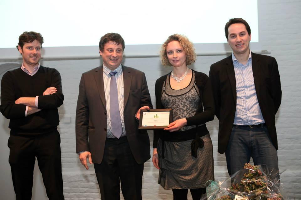 Helene Bossut, Responsable Qualité chez IPALLE, qui reçoit le Prix Hainaut horizons du Nominé, décerné par: